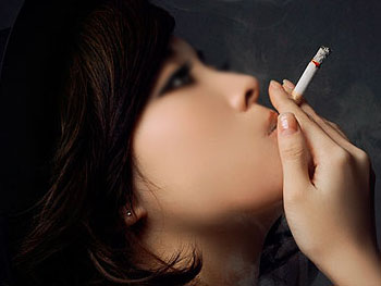 女性吸烟喝酒的危害